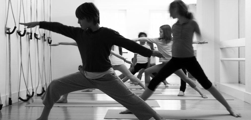 Le yoga pour des enfants et adolescents  69f38faddb9